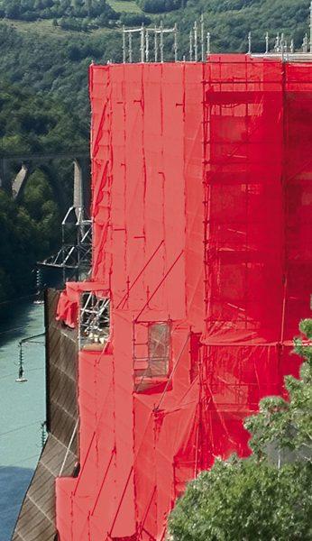 Filet couleur rouge une structure échafaudage SWS